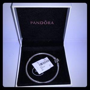 "NWT 7.5"" AUTHENTIC Silver Pandora bracelet"